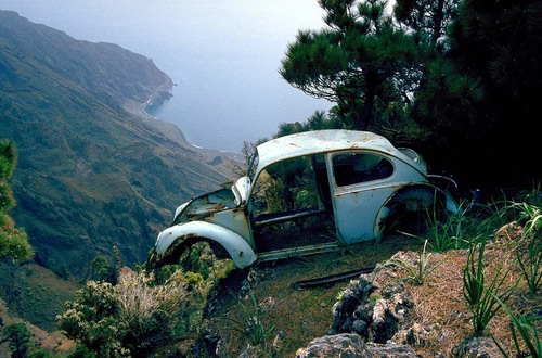 eberhard_bosslet_fotografie_schrott_und_sonne_la_gomera_1982 VW Fusca - abandonado num lugar, no mínimo, inusitado...