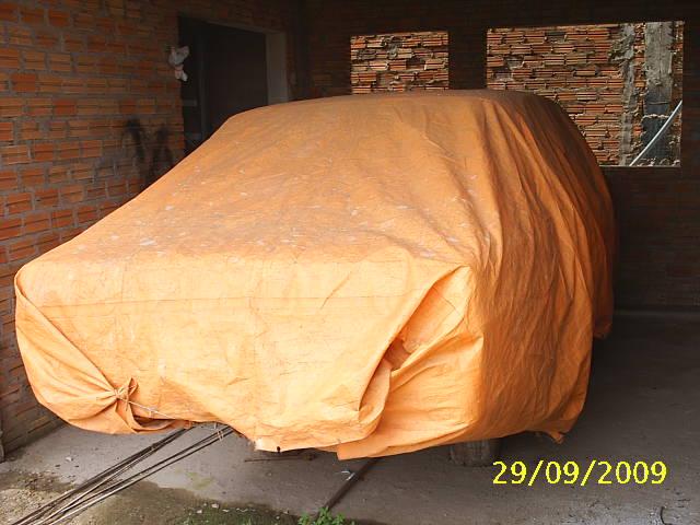 s2010037 Que carro se esconde por debaixo da lona?