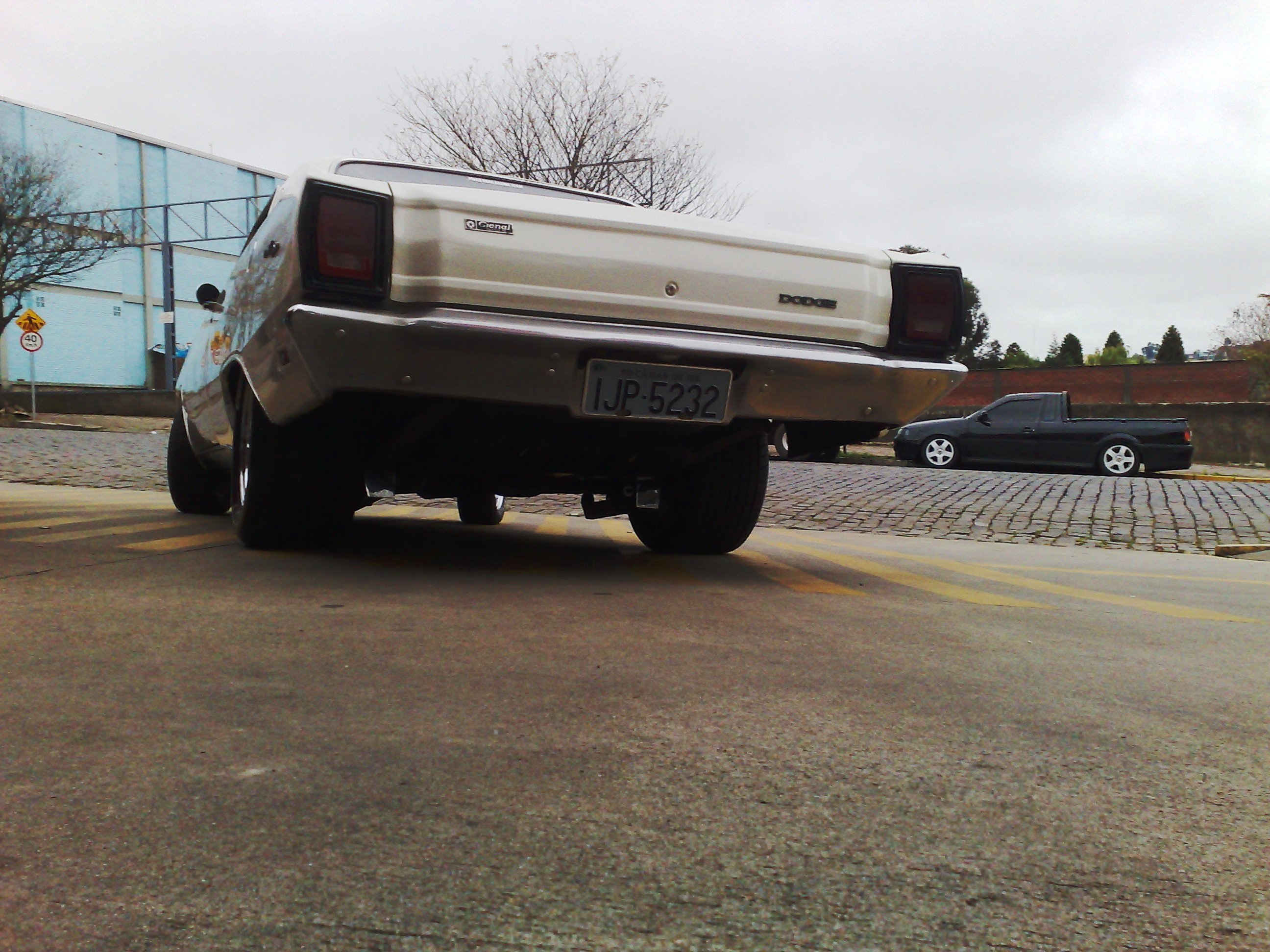 181020081341 Dodge Dart roubado!